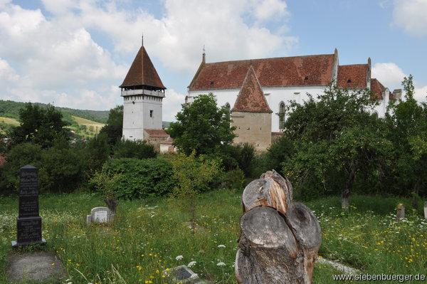 1329821582-blick-auf-die-wehrkirche-von-zendersch