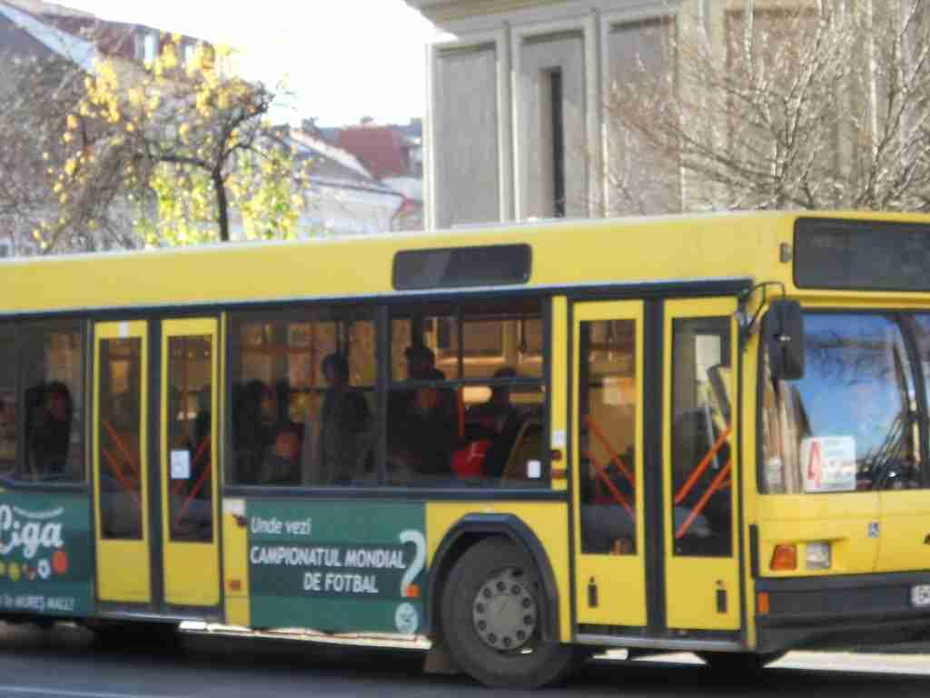 De astăzi, elevii ce învaţă la liceele Economic şi Pedagogic din Târgu Mureş au o nouă linie de transport în comun.