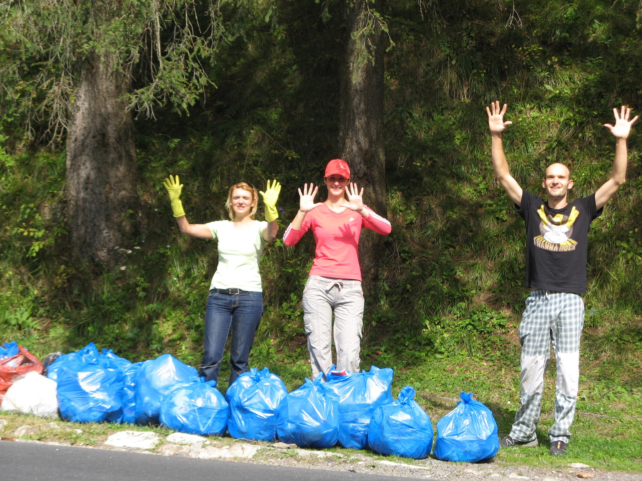 Peste cinci mii de saci cu deşeuri au fost strânşi în Harghita, la campania de igienizare Let's do it Romania, numărul de voluntari depăşind cu mult aşteptările organizatorilor.