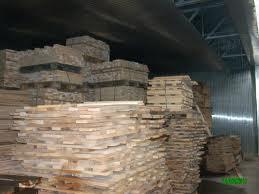 """Elevii de la Grupul Şcolar """"Ion Vlasiu"""" au vizitat, astăzi, o fabrică de prelucrare a lemnului din Tîrgu-Mureş."""
