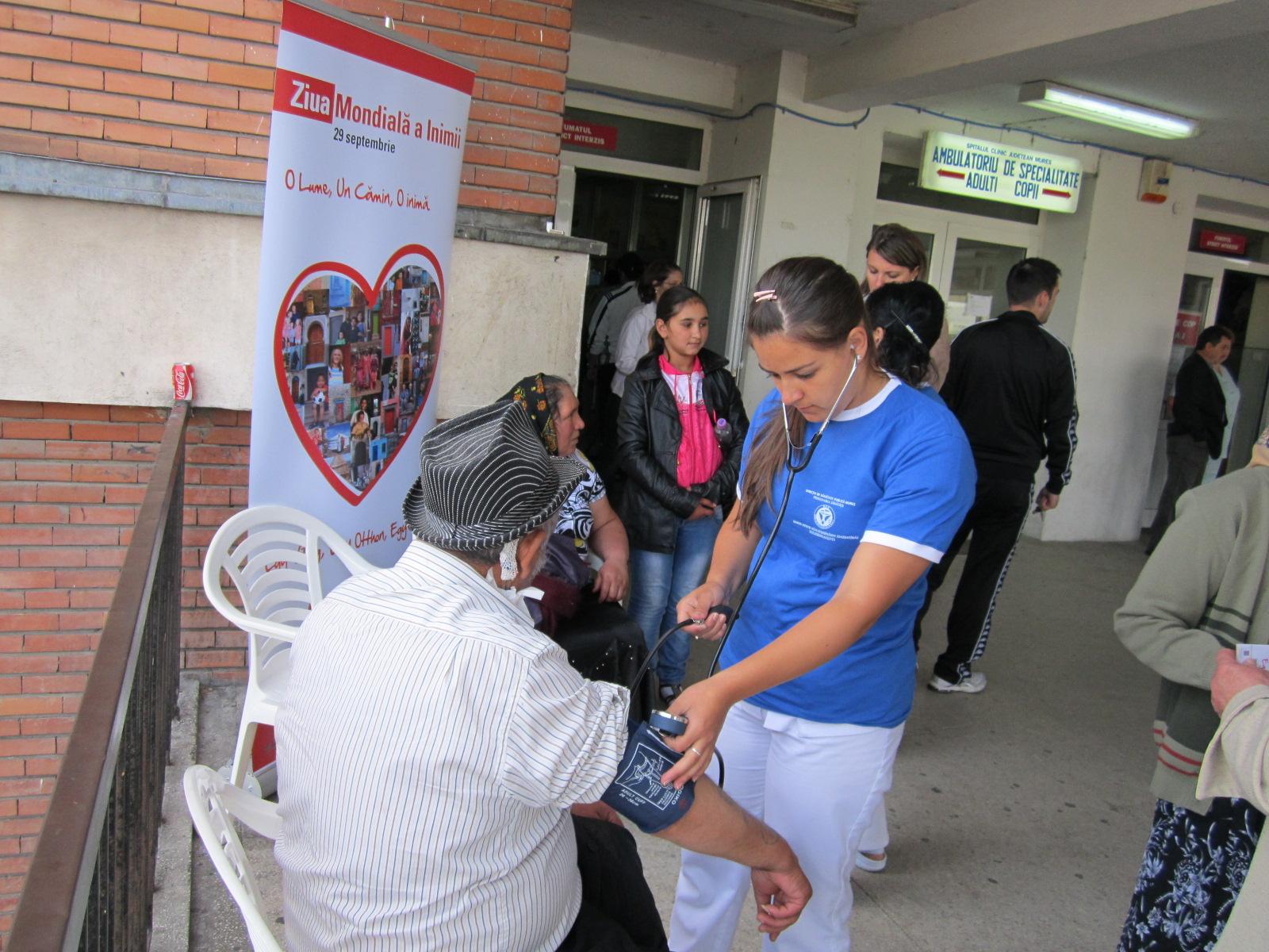 Zeci de mureşeni şi-au măsurat astăzi tensiunea arterială în cadrul unei acţiuni care a marcat Ziua Mondială a Inimii.