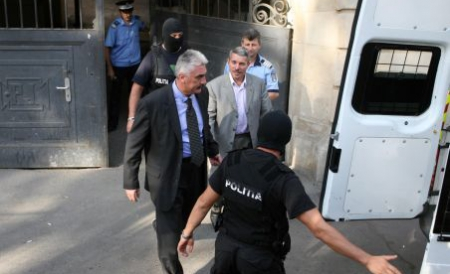 Fostul şef al Comisiei Centrale a Arbitrilor, Vasile Avram, şi omul de afaceri tîrgumureşean Sorin Ţerbea rămân în arest.