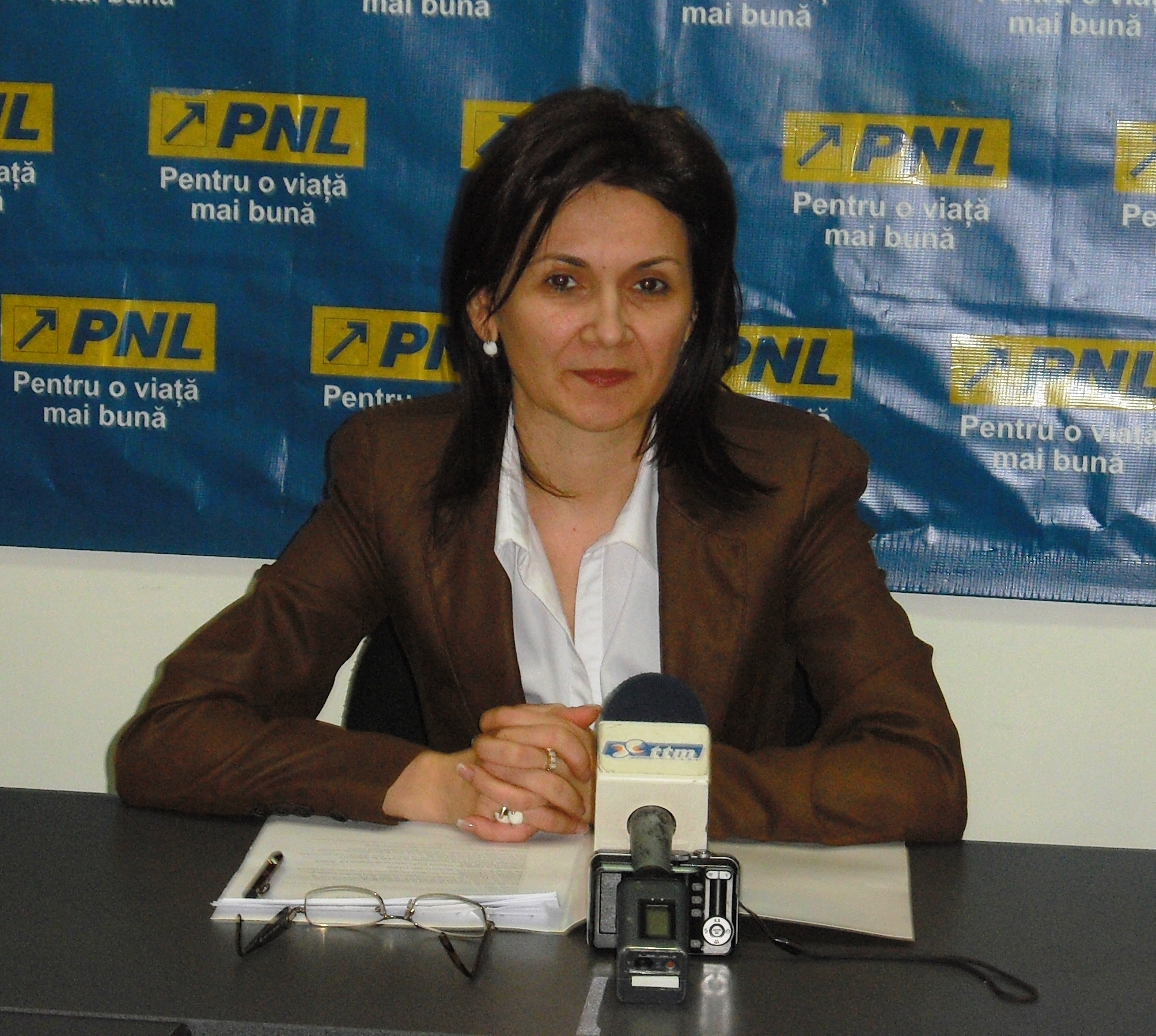 Liberalii mureşeni acuză risipirea banului public, prin alocarea a 10% din bugetul Târgu Mureşului unor cluburi sportive private.