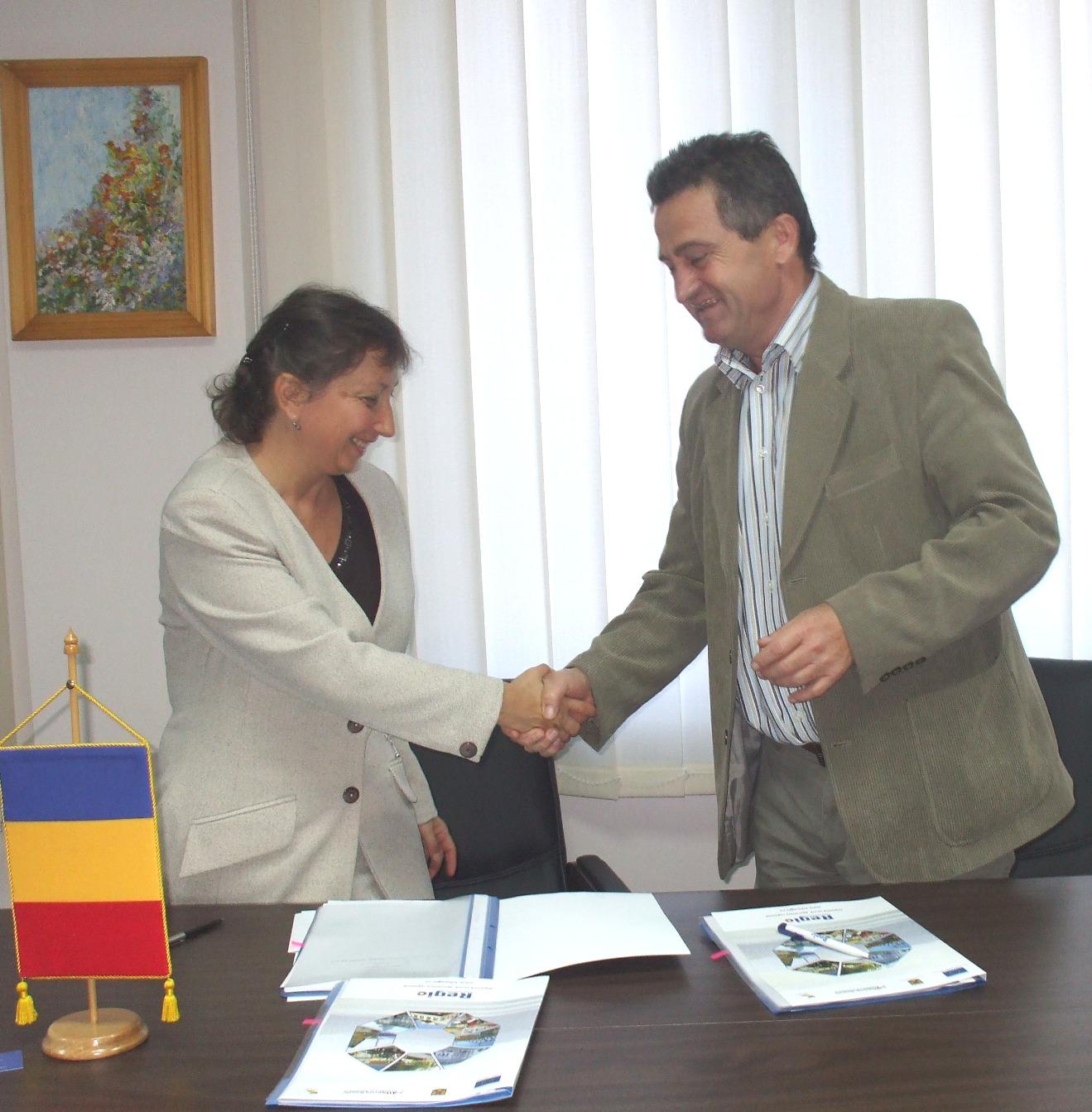 Agenţia pentru Dezvoltare Regională Centru a semnat două noi contracte de finanţare nerambursabilă pentru dezvoltarea judeţului Mureş.