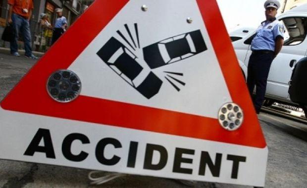 Doi copii din Ungaria au fost răniţi grav, astăzi, după ce tatăl lor a adormit la volan şi a provocat un grav accident rutier, pe un drum din Harghita.