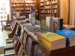 """""""Clubul umaniştilor"""" îşi va relua activitatea începând de săptămâna viitoare în noua librărie  """"Ex libris"""" deschisă în municipiul Sfântu Gheorghe."""