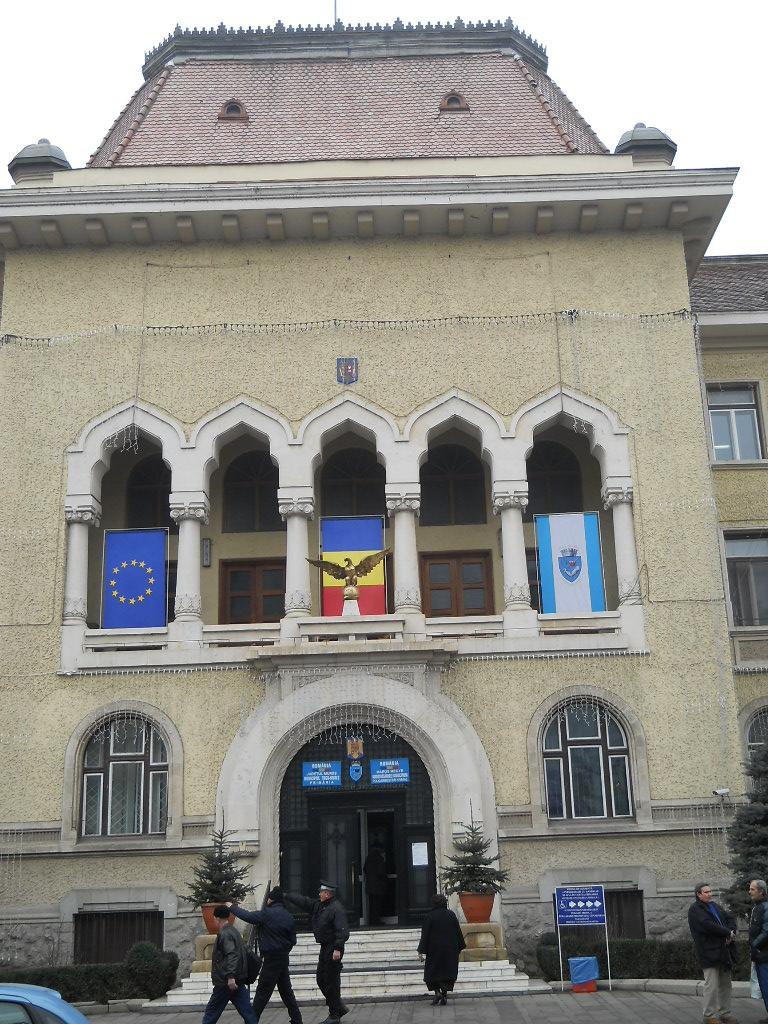 Curăţenia de toamnă, parcările şi reabilitarea termică sunt doar câteva dintre temele de discuţie dintre asociaţiile de proprietari şi primarul municipiului Târgu-Mureş, Dorin Florea.