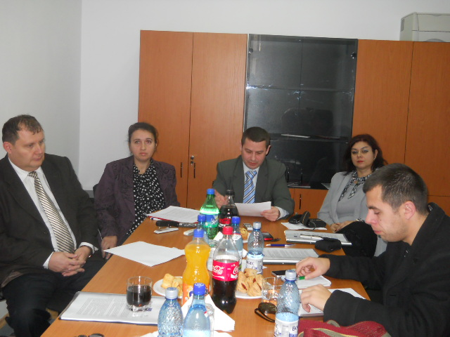 """YouthBank Mureş selectează prima generaţie de """"tineri bancheri""""."""