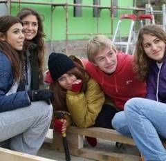 """Tinerilor din Sfântu Gheorghe li s-a evaluat gradul de """"inteligenţă economică""""."""