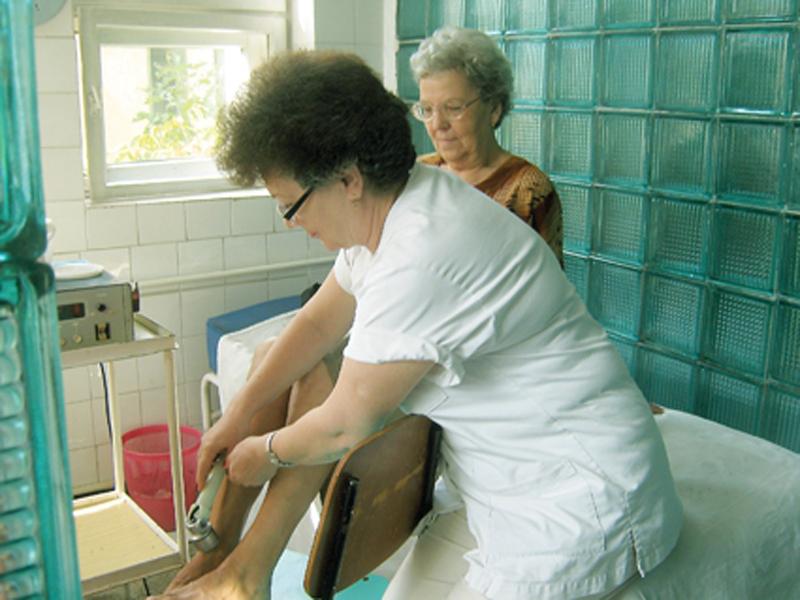 2.400 de pensionari mureşeni au beneficiat în a doua jumătate a acestui an de consultaţii şi tratamente gratuite de fizioterapie.
