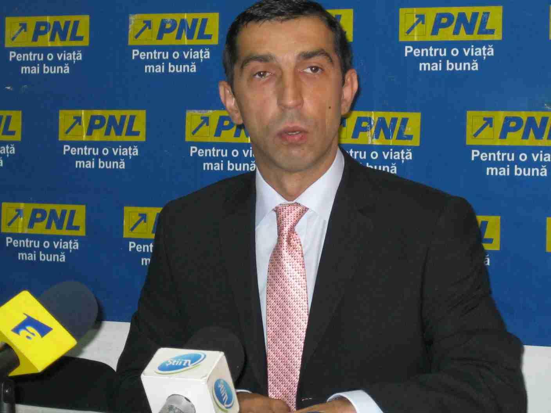 Deputatul PNL Ciprian Dobre îi îndeamnă şi pe ceilalţi parlamentari USL să îşi dea demisia.
