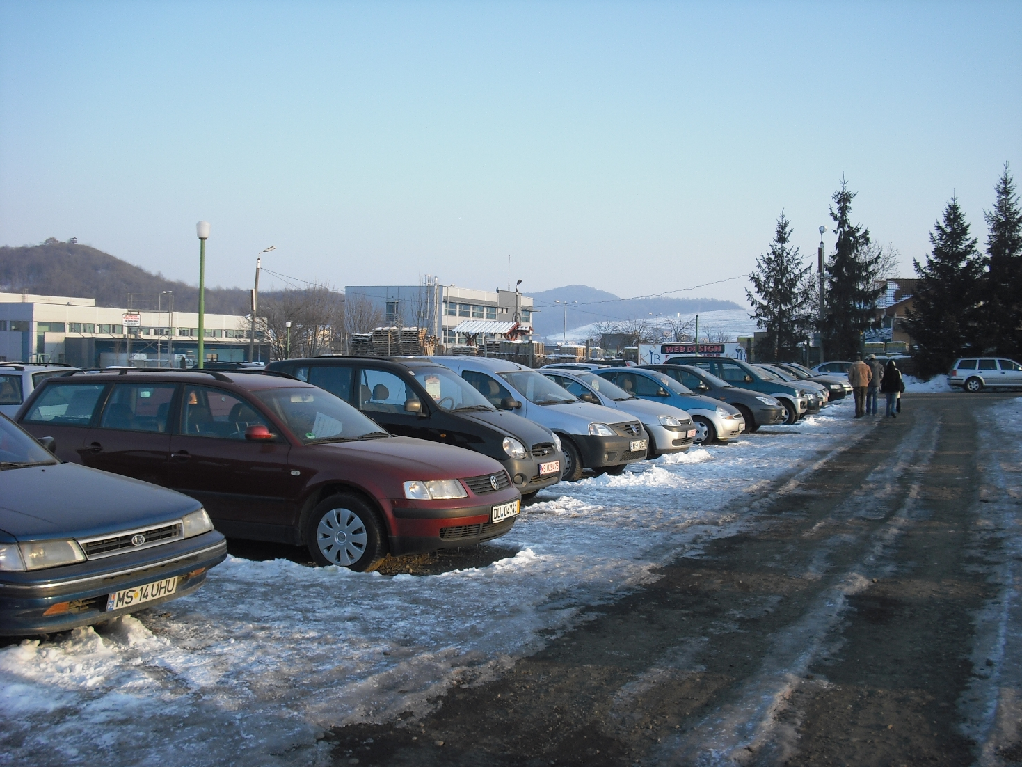 Posesorii de maşini aşteaptă publicarea actului normativ de suspendare a taxei auto.