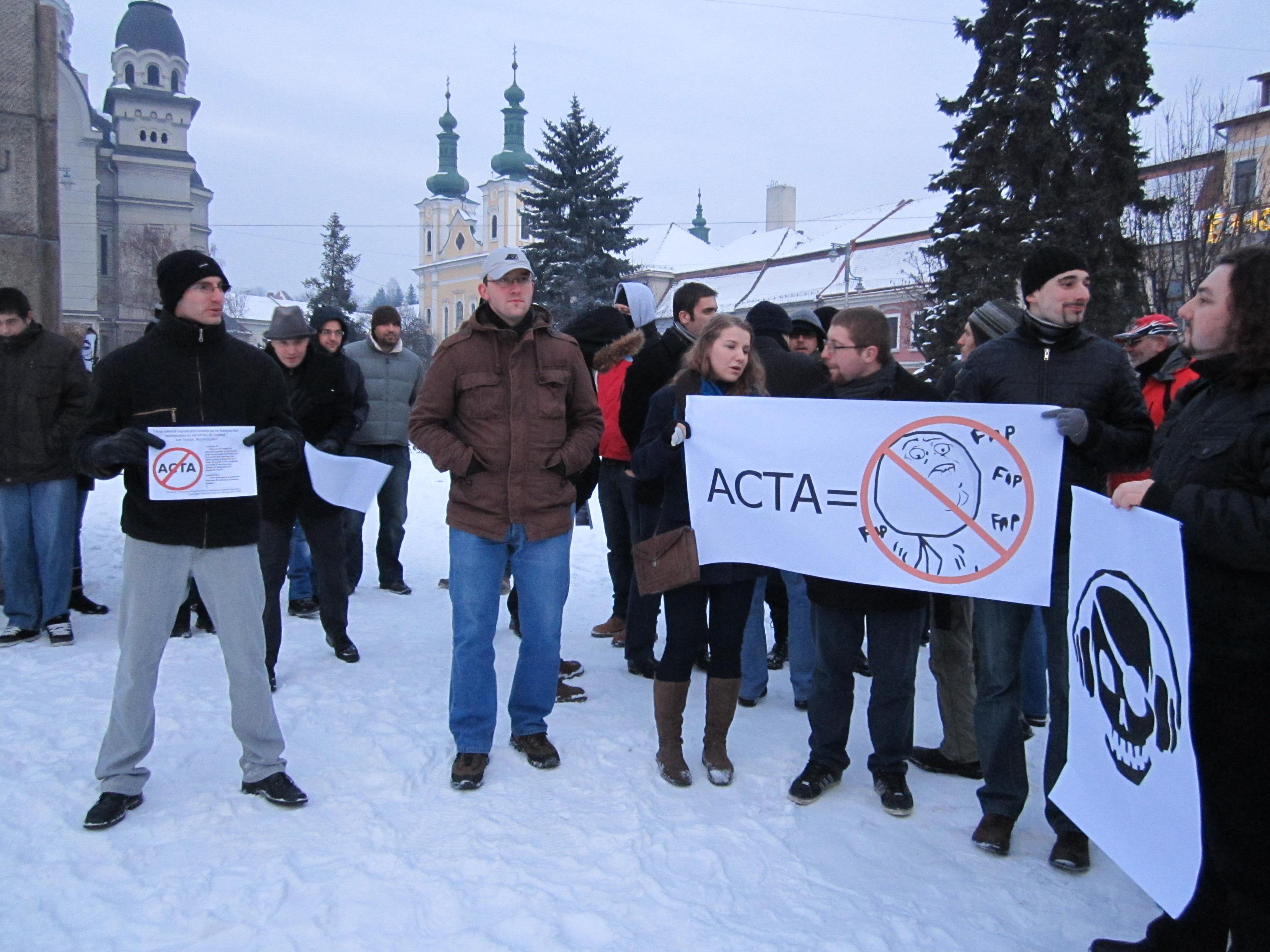 Câteva zeci de tîrgumureşeni s-au alăturat protestelor anti ACTA