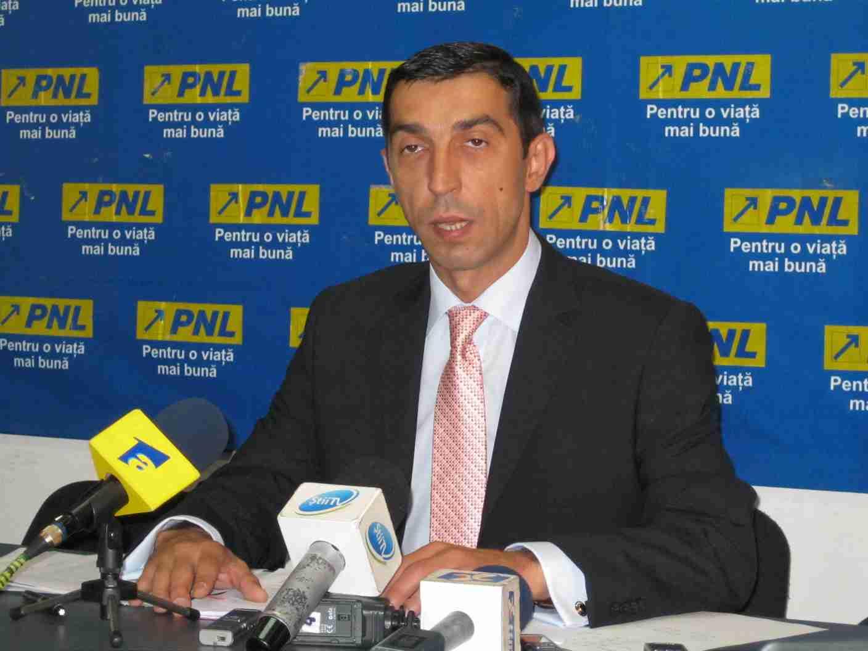 Deputatul PNL de Mureş Ciprian Dobre susţine că obligarea UMF Tg.Mureş de a înfiinţa linie maghiară este instigare la săvârşirea unei infracţiuni.