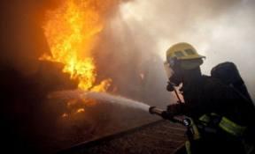 Un copil a decedat şi alţi doi au suferit arsuri, într-un incendiu la o casă din Mureş..
