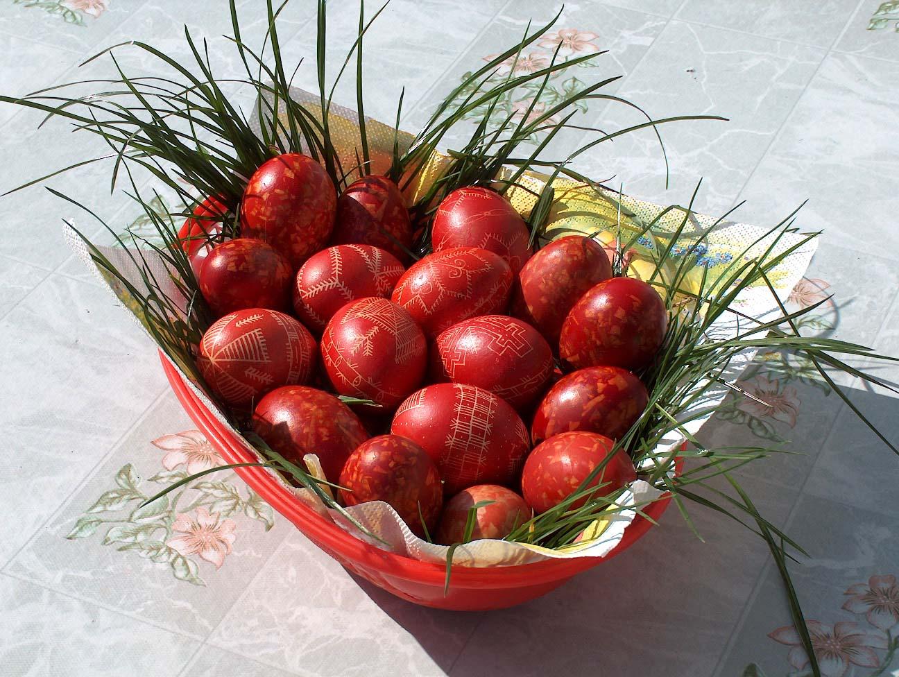 Creştinii catolici sărbătoresc maine Paştele.