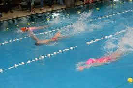 Peste 300 de copii au concurat la înot la Tîrgu-Mureş.
