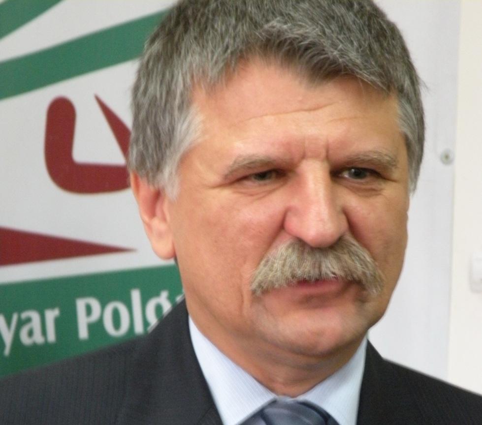 Preşedintele Parlamentului Ungariei, Kover Laszlo, a admis astăzi, într-o conferinţă de presă susţinută la Odorheiu Secuiesc, că în ţara vecină sunt semne ale prezenţei extremei drepte şi a unor idei antisemite.