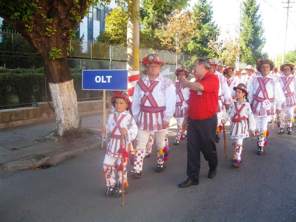 """Tg.Mureşul a aplaudat Festivalul """"Jocul din bătrâni"""""""