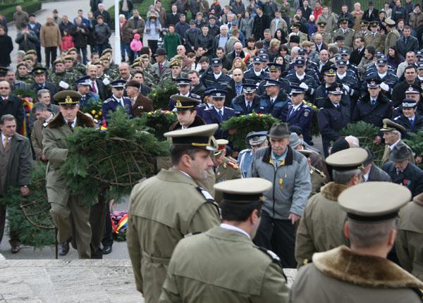 Prefectura Harghita organizează astăzi ceremonialul militar şi religios dedicate împlinirii a 136 de ani de la proclamarea Independenţei de Stat a României, a 68 de ani de la victoria Coaliţiei Naţiunilor Unite asupra nazismului şi sărbătoririi Zilei Europei