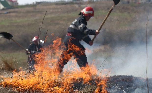 Pompierii mureşeni atrag atenţia asupra riscurilor care decurg din incendiile de vegetaţie