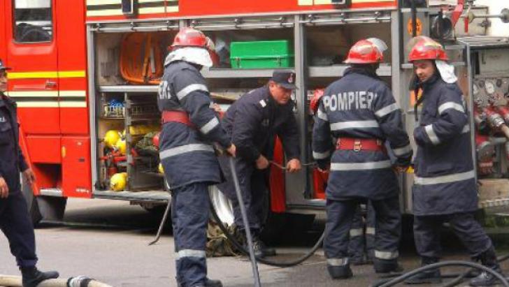 O persoană a murit, iar alte patru au fost rănite, azi, în urma unei explozii produse la un centru de încărcat butelii din municipiul Braşov.