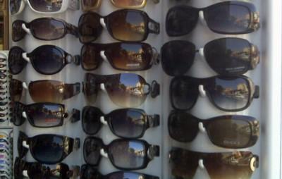 Ochelari de marcă, confiscaţi de vameşii braşoveni