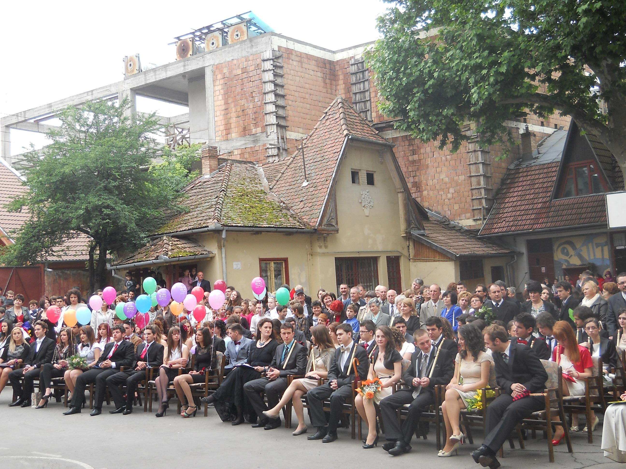 O nouă zi plină de festivităţi de absolvire la Tîrgu-Mureş!