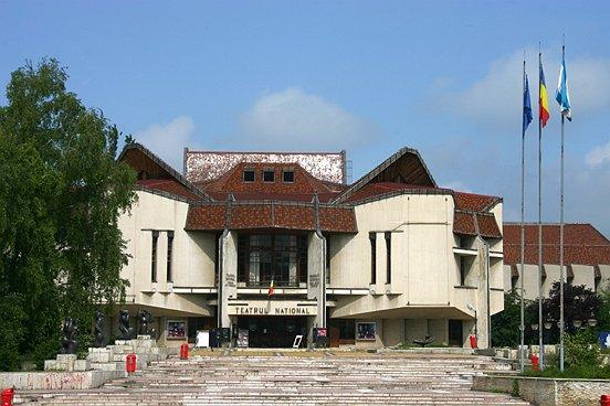 Teatrul Naţional din Tîrgu-Mureş trece prin cea mai mare curăţenie din ultimii 40 de ani