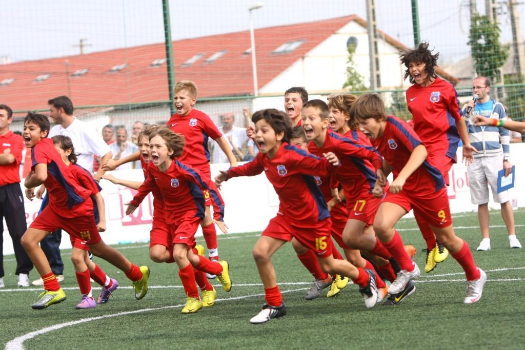 Cupa de fotbal E.On Kinder la Tg.Mureş