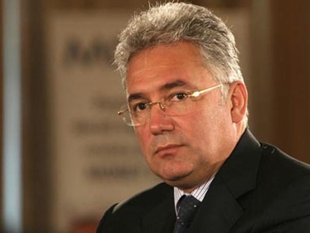 Fostul ministru al Economiei Adriean Videanu s-a prezentat , azi, la sediul DIICOT pentru audieri în dosarul în care este cercetat pentru complot şi subminarea economiei naţionale, alături de un alt fost ministru al Economiei, Varujan Vosganian