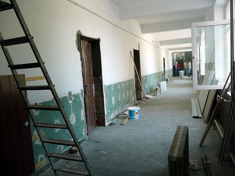 În localităţile harghitene unde şcolile sau grădiniţele nu au autorizaţie sanitară se vor organiza clăci pentru efectuare de lucrări şi se vor folosi şi materiale de construcţii locale, în încercarea de a rezolva problema într-un timp cât mai scurt