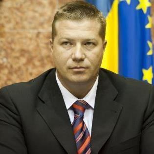 Prefectul Harghitei, Adrian Jean Andrei, a făcut un apel astăzi către Consiliul Judeţean să urgenteze procedurile pentru ca programul Laptele şi cornul să se deruleze şi în şcolile harghitene