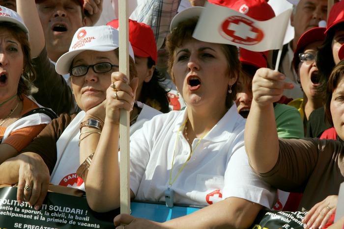 Peste 5.000 de persoane din sistemul sanitar sunt asteptate să participe, azi, în capitală, la Marşul tăcerii