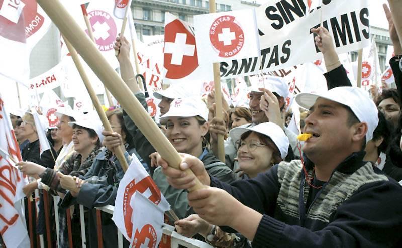 Angajaţii afiliaţi la Federaţia Sanitas intră în grevă