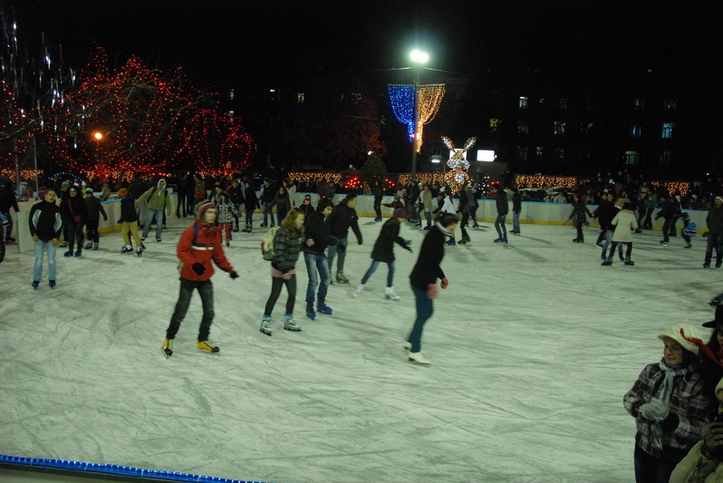 Tîrgumureşenii pasionaţi de patinaj, aşteptaţi în Parcul Municipal