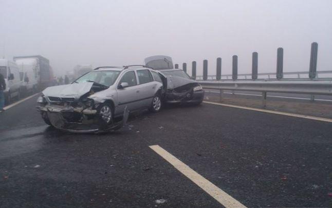 Centrul INFOTRAFIC din Inspectoratul General al Poliţiei Române informează că, în judeţul Alba, traficul rutier este întrerupt pe A1, pe sensul Sebeş – Cunţa, din cauza unor tamponări în care au fost implicate aproximativ 40 de autovehicule