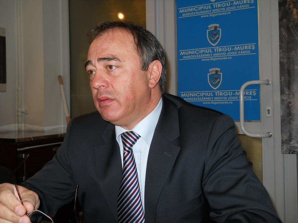 Consiliul Naţional pentru Combaterea Discriminării (CNCD) l-a sancţionat azi pe primarul municipiului Târgu Mureş, Dorin Florea, cu o amendă de 8000 lei