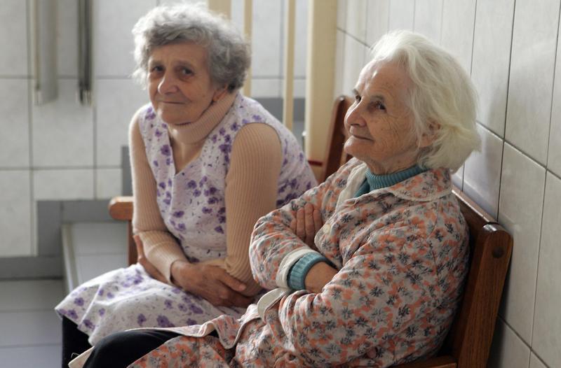 Doamnele de la Căminul de bătrâni din Tîrgu-Mureş vor fi coafate cu prilejul Zilei Femeii