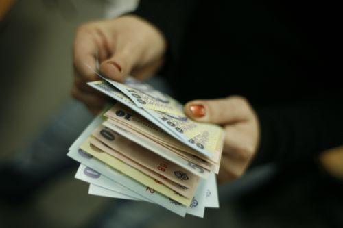 Salariile mureşenilor au scăzut în 2013 cu peste 100 de lei