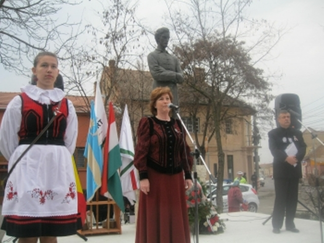 Potrivit tradiţiei, partidele maghiare de dreapta au rostit discursuri şi au depus coroane de flori cu prilejul Zilei Internaţionale a Maghiarilor de Pretutindeni