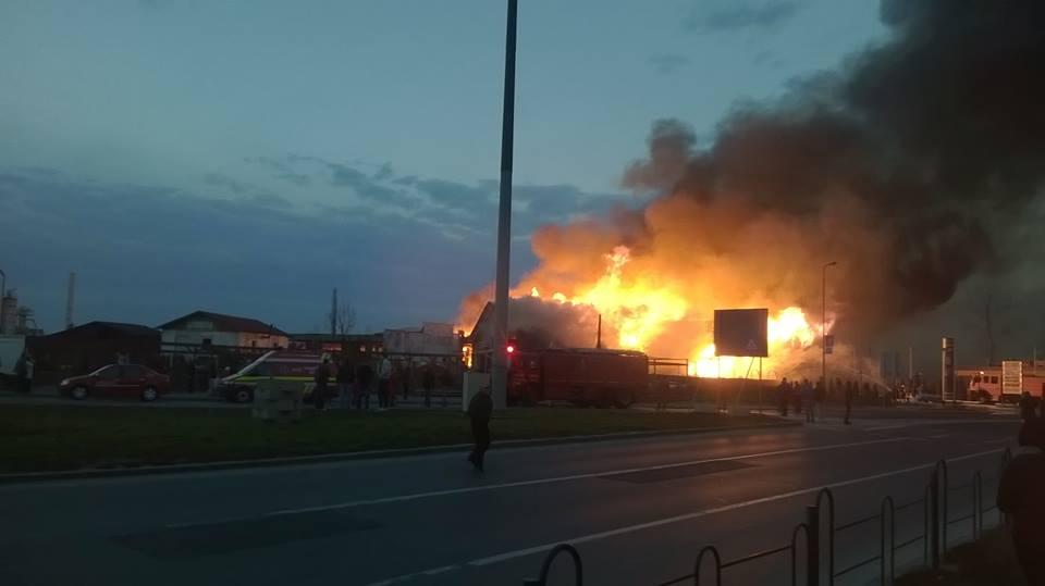 Un motel-restaurant situat la ieşirea din Braşov spre Sibiu a ars, sâmbătă seara, aproape în totalitate