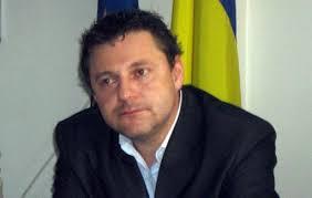 Noul prefect al judeţului Braşov, Romer Ambrus  Mihaly, nominalizat de UDMR, şi subprefectul Mihai Mohaci, fost prefect în ultimii doi ani, au fost învestiţi, azi, în funcţie de secretarul de stat în MAI Bogdan Tohăneanu