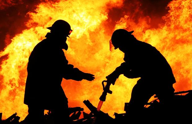 UPDATE Incendiu la o vopsitorie auto din Corunca, judeţul Mureş!