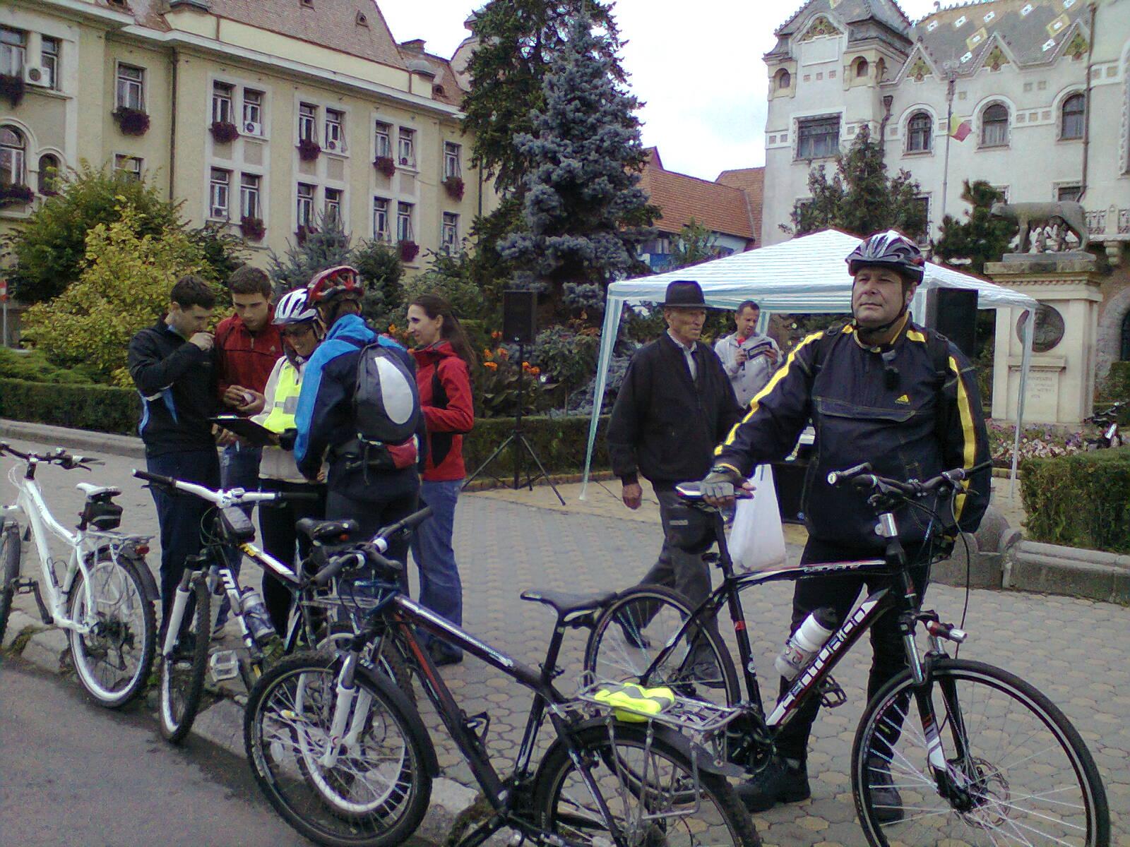 Aproximativ o mie de biciclişti vor mărşălui duminică prin Tîrgu-Mureş pentru a determina  Primăria să amenajeze piste pentru ei