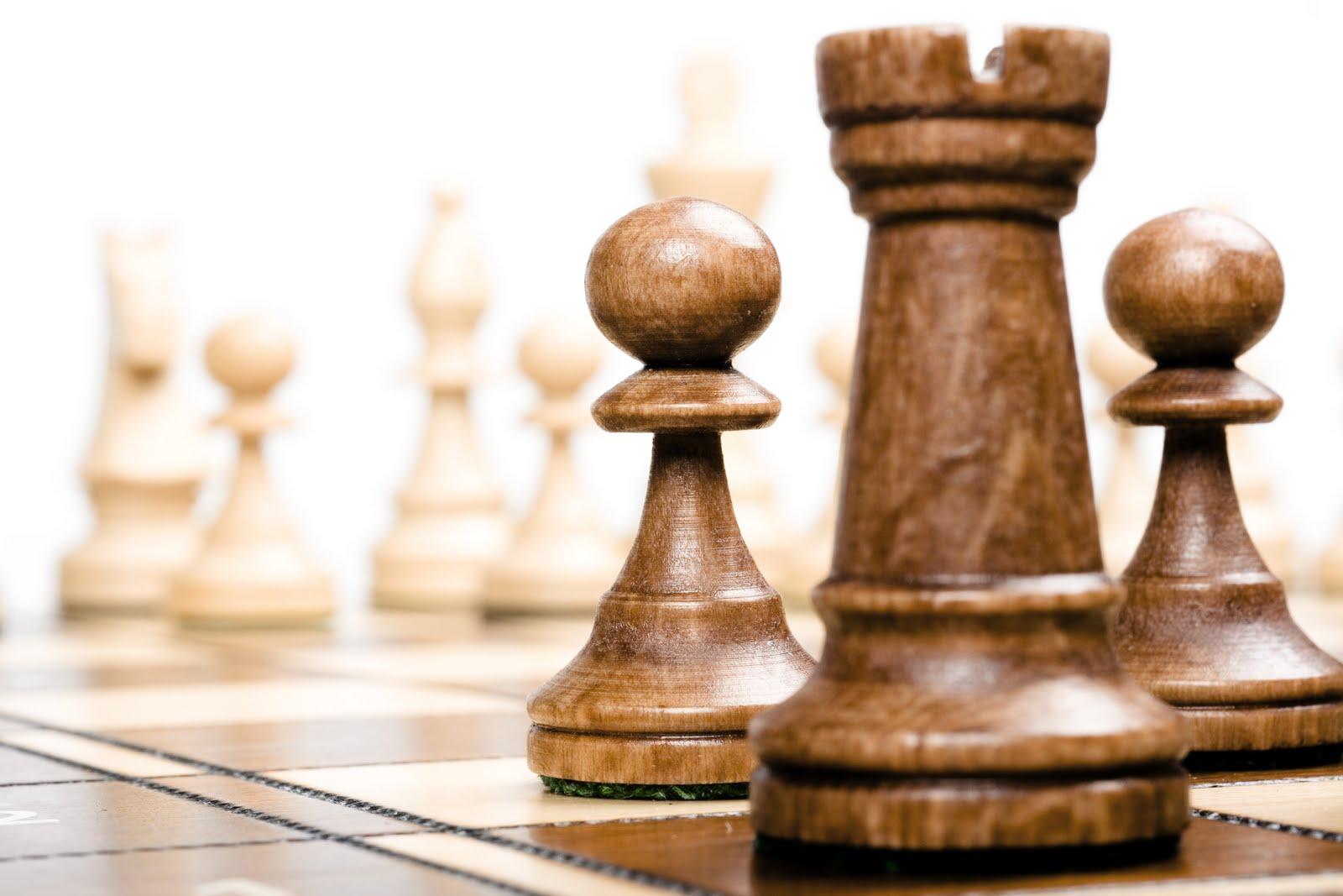 """Şahiştii de la Gimnaziul """"G. Coşbuc"""" şi de la Colegiul """"Unirea"""" din Tîrgu-Mureş vor reprezenta judeţul Mureş la finala campionatului naţional de şah"""