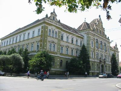 Angajaţii Tribunalului şi ai Judecătoriei Sibiu vor fi mutaţi, după ce s-au îmbolnăvit din cauza mucegaiului şi ciupercilor