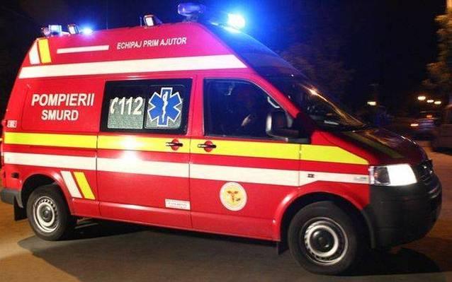 Un copil de trei ani a fost rănit grav, noaptea trecută, după ce maşina în care se afla a fost lovită de un tren