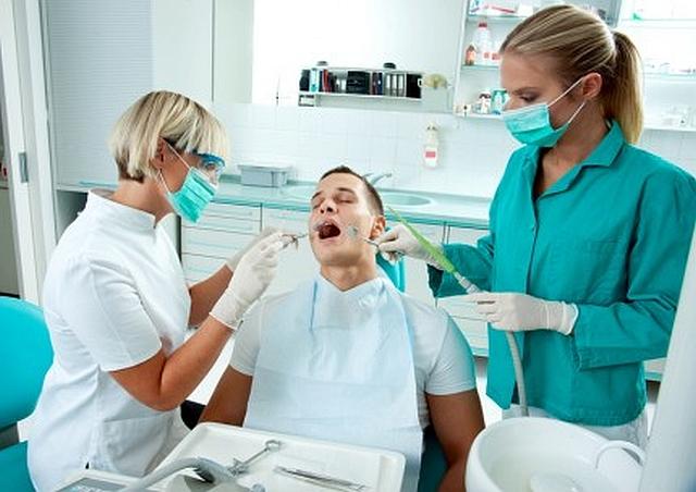 Consultaţii stomatologice gratuite la Brașov dar și la Tg.Mureș