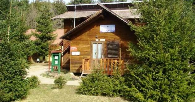 Centrul de agrement din localitatea Zăbala a fost renovat cu ajutorul voluntarilor de la mai multe organizaţii din judeţul Covasna